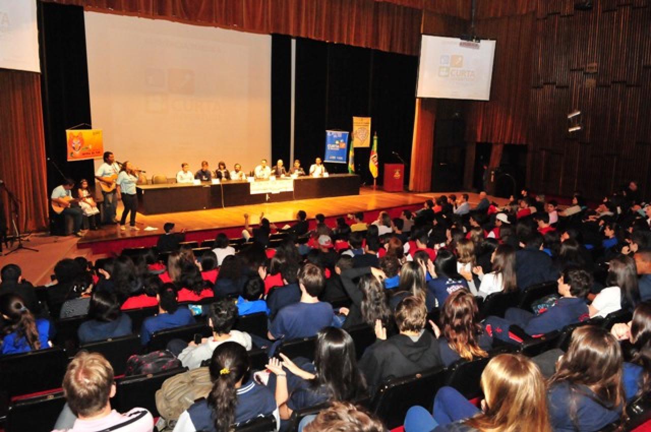 Parlamentares e entidades defendem o protagonismo dos jovens na sociedade brasileira